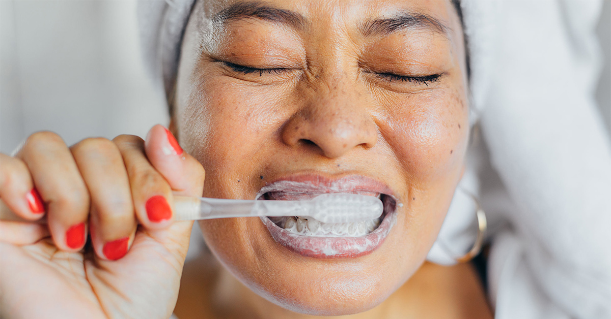 How to Brush Your Teeth with a Standard or Electric Toothbrush