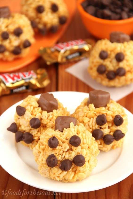 1. Jack-o'-Lantern Rice Krispie Treats