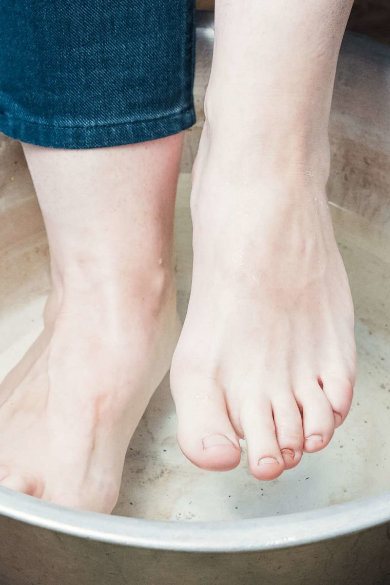 How to make a vinegar foot soak: Tips